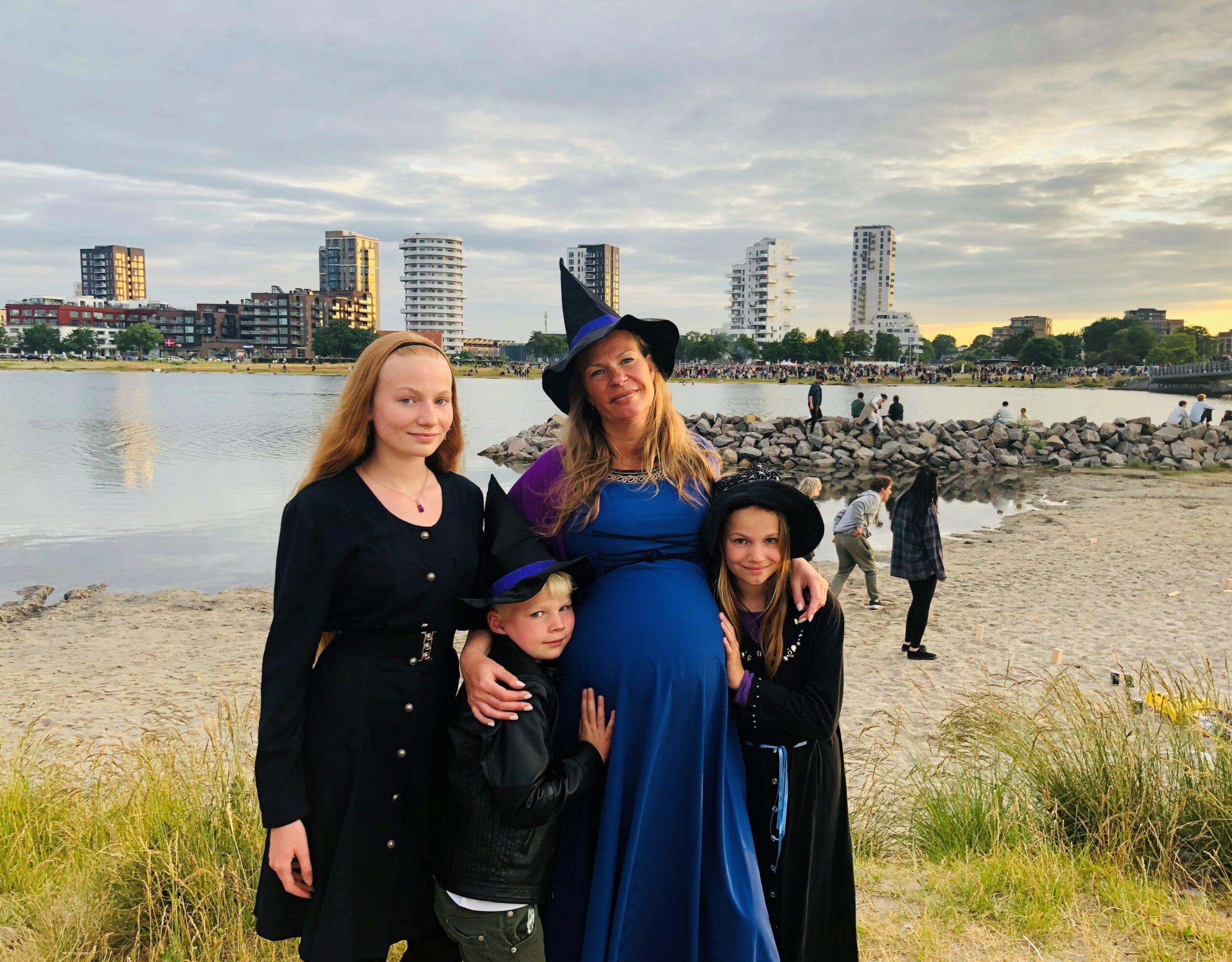 The birth squat: Mine 3 døtre, mand og søn (foruden doula og fotograf)
